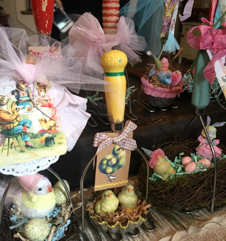 ARE YOU DRESSING YOUR TABLE FOR EASTER YET?