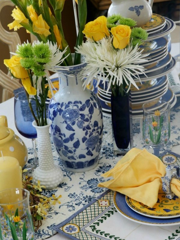 HOW TO SET A BRIGHT AND CHEERY TABLE FOR AUGUST