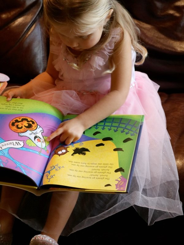 MONDAY'S WITH MOLLY-AND HER FAVORITE HALLOWEEN BOOKS