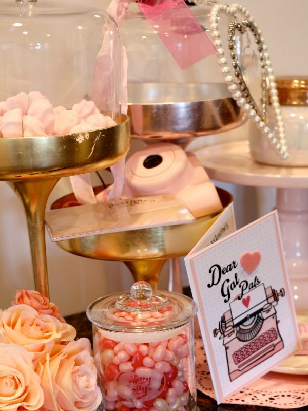 HOW TO THROW A FUN 'GALENTINES' PARTY