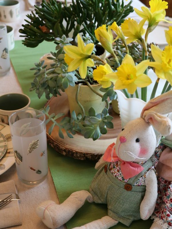 THE EASIEST WAY TO DRESS UP A SPRING TABLE