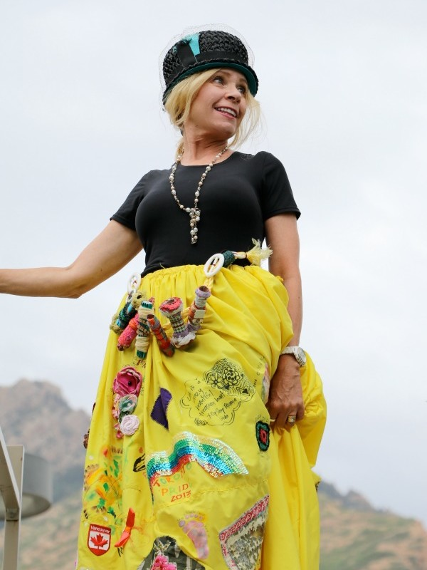 THE FAMOUS TRAVELING YELLOW SKIRT